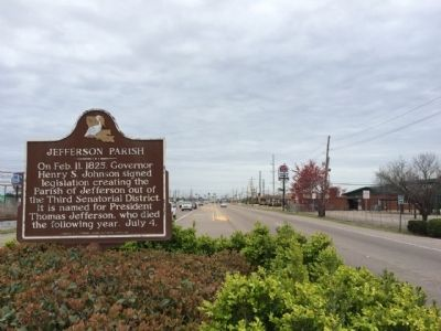 Jefferson Parish Marker looking south on Belle Chasse Highway. image. Click for full size.