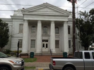 Lafourche Parish Courthouse image. Click for full size.