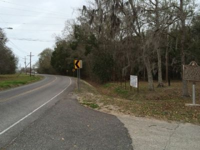 View of Marker looking north on Barataria Boulevard. image. Click for full size.