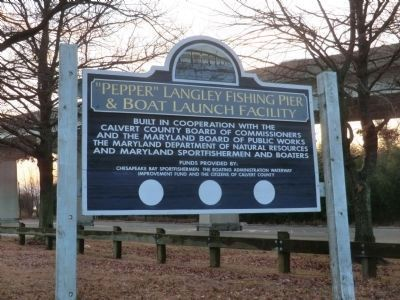 Sign at the entrance to the fishing pier and boat launch image. Click for full size.