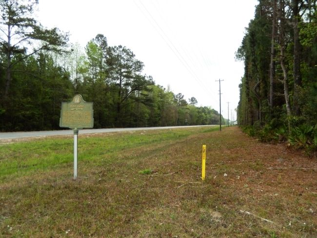 Post Road Marker (<i>looking south along US Highway 17</i>) image. Click for full size.