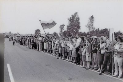 Human Chain image. Click for full size.