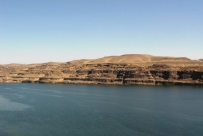Basalt Layers Along the Columbia River image. Click for full size.