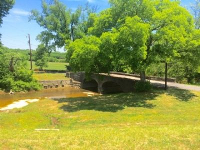 Old Stone Bridge over Mansker Creek image. Click for full size.