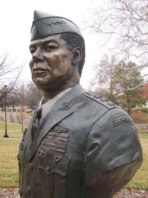 Bust of General Colin L. Powell image. Click for full size.