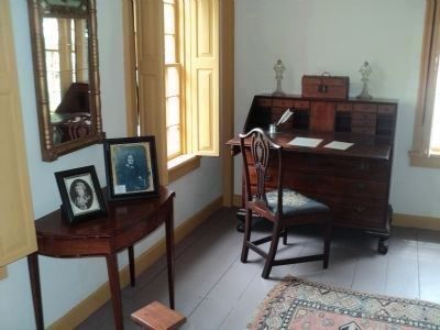 Nathanael Greene's Desk image. Click for full size.