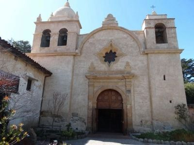San Carlos Borromeo de Carmelo Mission image. Click for full size.