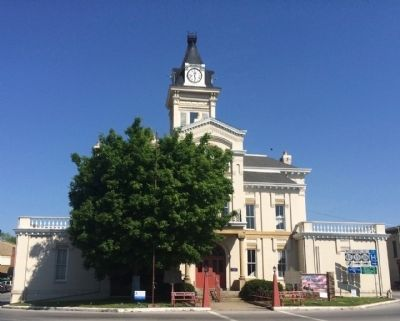 Adair County Courthouse (marker on left side) image. Click for full size.