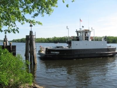 The ferry Selden III approaches the Hadlyme dock. image. Click for full size.