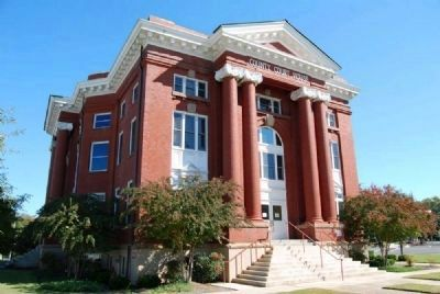 Fifth Newberry County Courthouse (1908, Neo-classical)<br>1226 College Street image. Click for full size.