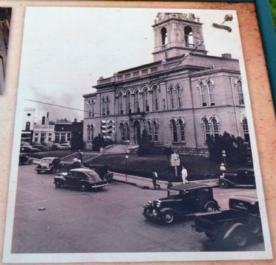Robertson County Courthouse in the 1940's image. Click for full size.