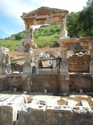 The Nymphaeum Traiani image. Click for full size.