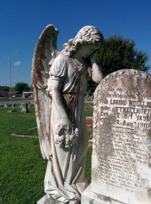 Beautiful statue in La Grange's Old City Cemetery image. Click for full size.
