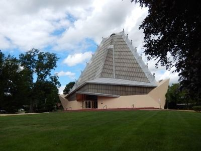 Beth Sholom Synagogue image. Click for full size.