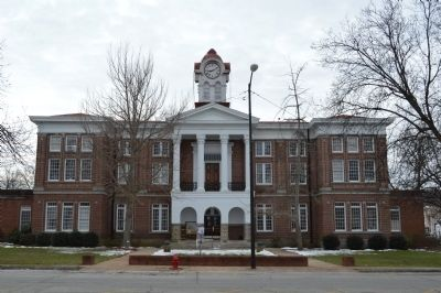 Holly Springs Courthouse image. Click for full size.