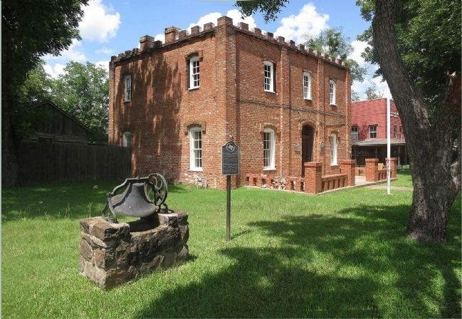Butler Church Bell & Old Freestone County Jail image. Click for full size.