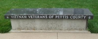 Vietnam War Memorial Bench image. Click for full size.