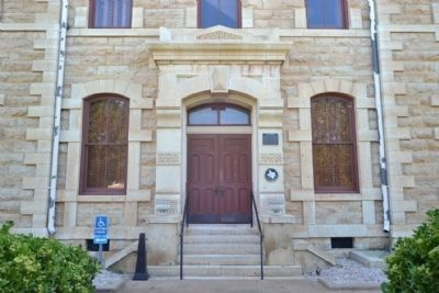 Main (West) Entrance to Shackelford County Courthouse image. Click for full size.