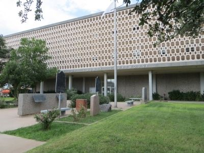 Ector County Courthouse image. Click for full size.