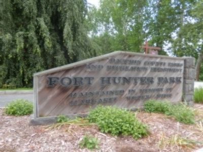 Sign at the entrance to Fort Hunter Park image. Click for full size.