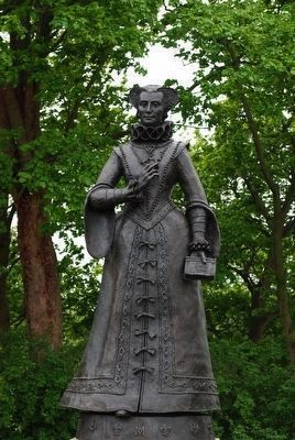 Mary Queen of Scots Statue image. Click for full size.
