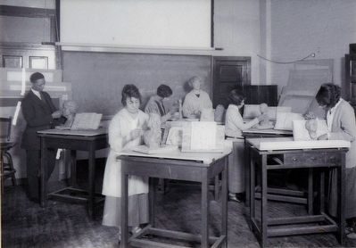 Students Study Art<br>around 1925 image. Click for full size.