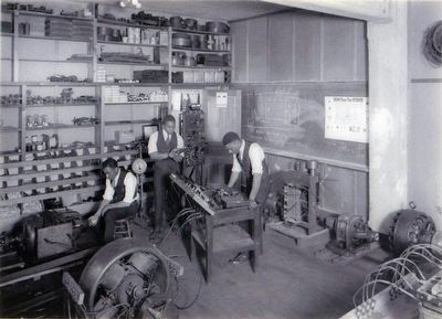 Students Study Engineering<br>around 1925 image. Click for full size.