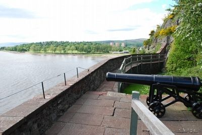 Battery overlooking River Clyde image. Click for full size.