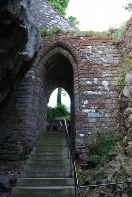 Portcullis Arch image. Click for full size.