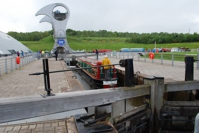 Falkirk Wheel & Canal image. Click for full size.