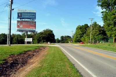 View to North Along S. Dixie Highway (US 31W) image. Click for full size.