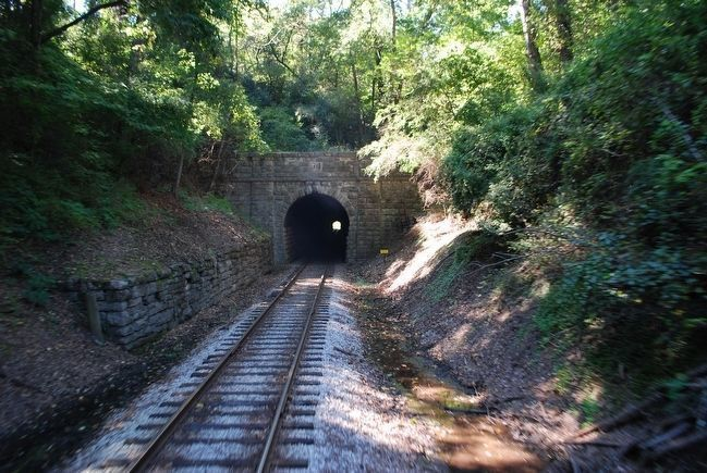 Tunnel Hill Railroad Tunnel, Missionary Ridge image. Click for full size.