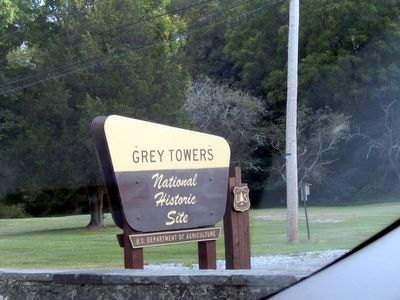 Sign to Grey Towers- Pinchot's family home image. Click for full size.