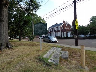 The Memphis 13/Bruce Elementary Marker image. Click for full size.