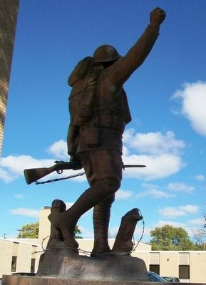 World War Memorial Statue image. Click for full size.