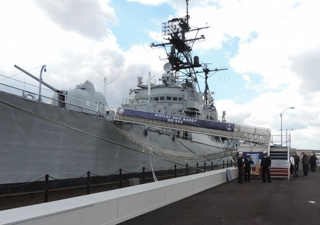 Welcome Aboard the Display Ship <i>BARRY</i> (DD-993) image. Click for full size.