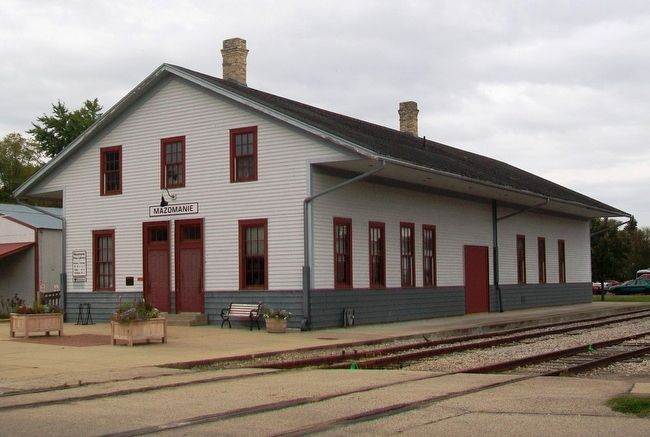 Milwaukee & Mississippi Railroad Depot and Marker image. Click for full size.