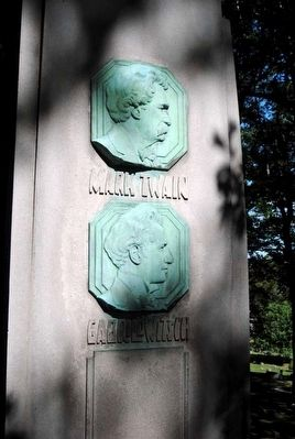 Samuel Clemens/Gabrilowitsch Monument image. Click for full size.