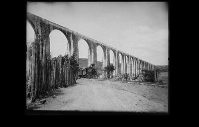 A portion of the aqueduct built by Juan Antonio de Urrutia y Arana image. Click for full size.