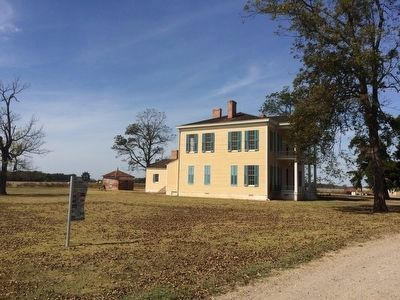 Side view of Lakeport Plantation House. image. Click for full size.