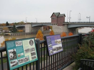 Memorial Bridge image. Click for full size.