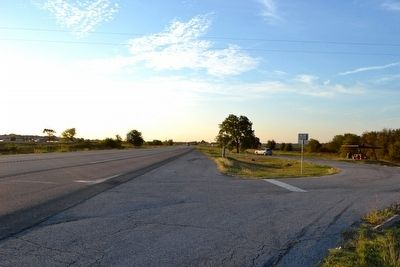 View to Southeast Along US 190 image. Click for full size.