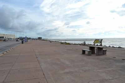 View to North Along Galveston Seawall Promenade image. Click for full size.