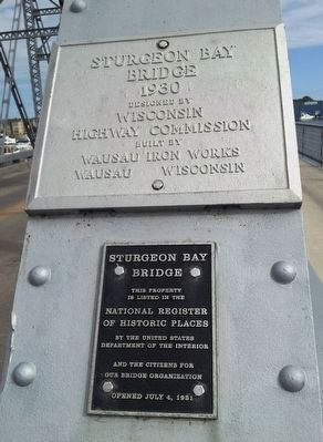 Sturgeon Bay Bridge Markers image. Click for full size.