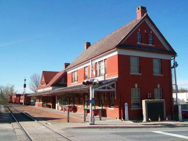Western Maryland Railway Honor Roll and Depot image. Click for full size.