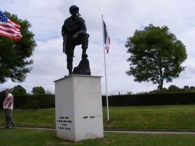 Iron Mike Monument-Memorial Parachutiste image. Click for full size.