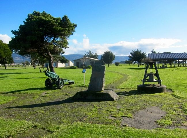 Billy Boone Marker and Memorial in Beachfront Park in Crescent City image. Click for full size.