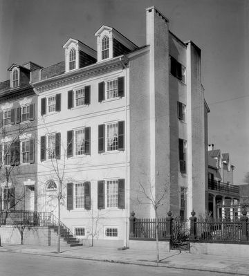 Fairfax-Moore-Montague House, 207 Prince Street, Alexandria, Virginia image. Click for full size.