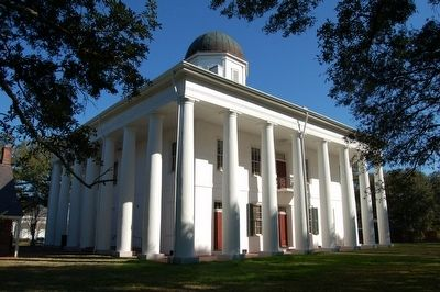 East Feliciana Courthouse image. Click for full size.