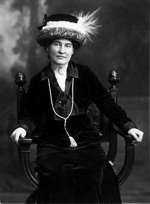Willa Cather circa (1873–1947) image. Click for full size.